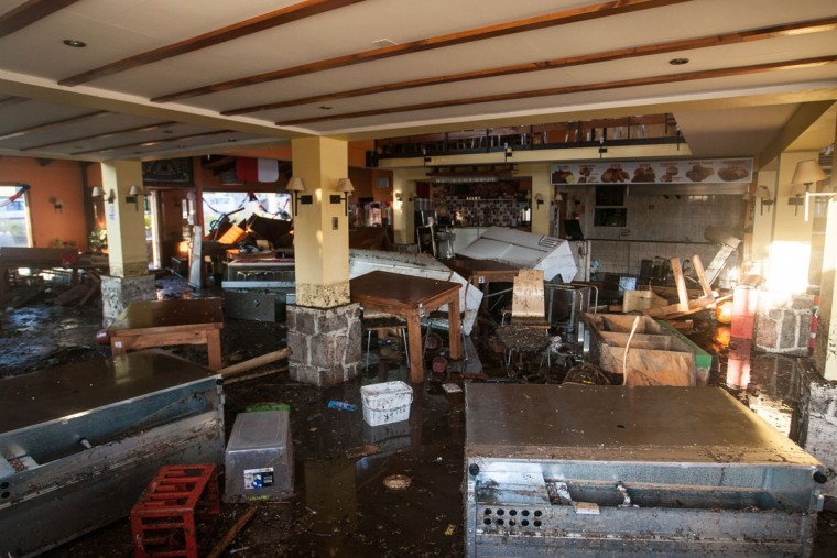 Inside view of a restaurant in Concon some 110 km northwest Santiago after a massive earthquake on September 17, 2015. Santiago, Chile. The 8.3-magnitude earthquake that struck Wednesday off the coast of Chile has left at least eight dead, a million evacuated and one person missing, an official said. (AFP Photo/P /christian )