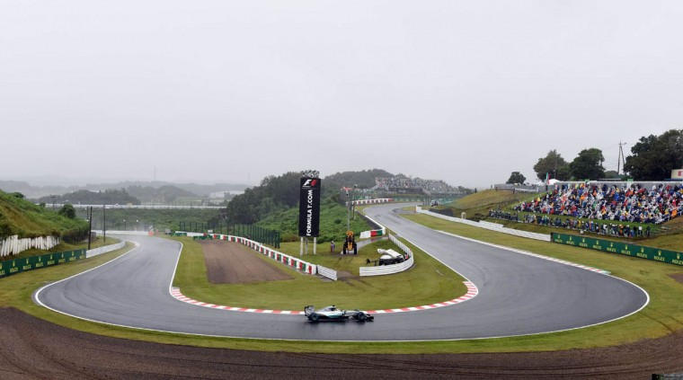 Mercedes driver Lewis Hamilton of Britain drives his car under heavy rain during the second practice session for the Formula One Japanese Grand Prix in Suzuka on September 25, 2015. (Toru Yamanaka/Getty Images)