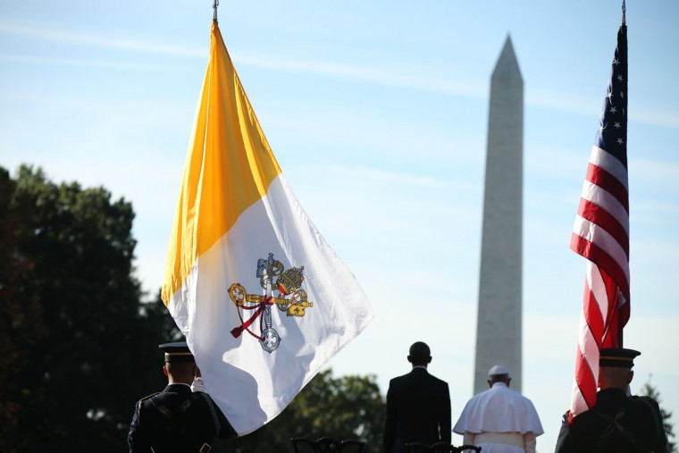 President Barack Obama and Pope Francis are flanked by a U.S. and Vatican flag during a state arrival ceremony on the South Lawn of the White House in Washington, Wednesday, Sept. 23, 2015. The Washington Monument is in the background. (AP Photo/Andrew Harnik)