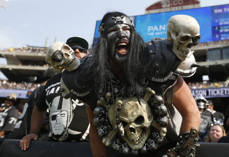 Oakland Raiders fans watch during the second half of an NFL football game between the Oakland Raiders and the Cincinnati Bengals in Oakland, Calif., Sunday, Sept. 13, 2015. (Tony Avelar/AP photo)