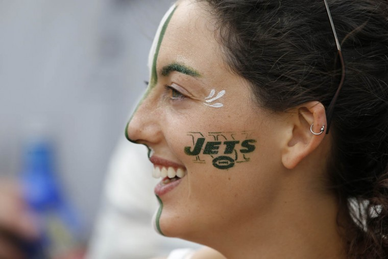 A New York Jets fan smiles during the first half of an NFL football game between the New York Jets and the Cleveland Browns Sunday, Sept. 13, 2015 in East Rutherford, N.J. (Kathy Willens/AP photo)