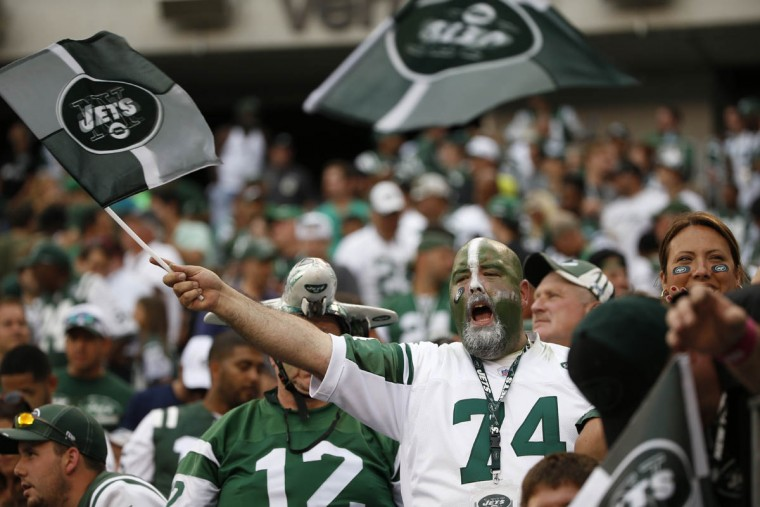 New York Jets fans cheer during the second half of an NFL football game against the Cleveland Browns Sunday, Sept. 13, 2015 in East Rutherford, N.J. The Jets won 31-10. (Jason DeCrow/AP photo)