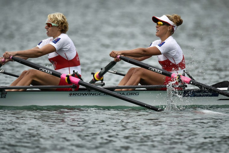 Canada's Patricia Obee, left, and Lindsay Jennerich compete in the women's lightweight coxless pair sculls, on September 3, 2015 in Aiguebelette-le-Lac, during the world rowing championships. (JEFF PACHOUD/AFP/Getty Images)