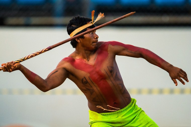 An indigenous man from the Kanela tribe competes in a spear-throwing competition during the first World Games for Indigenous Peoples on October 27, 2015 in Palmas, Brazil. (Photo by Buda Mendes/Getty Images)