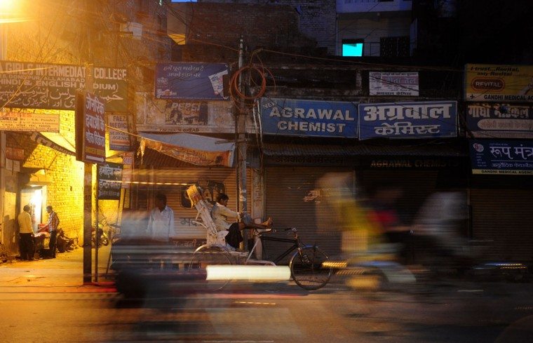 An Indian rickshaw puller waits for passengers outside a closed drugstore during a nationwide strike called by the All India Organisation of Chemists and Druggists Associations (AIOCDA) against the online sale of medicines, in Allahabad on October 14, 2015. (AFP Photo/Sanjay Kanojia)