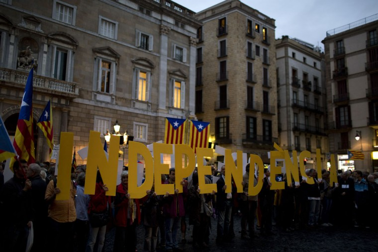 "People hold letters meaning ""Independence"" during a rally in Barcelona, Spain, Tuesday, Oct. 13, 2015. Thousands of pro-Catalan independence supporters have protested the start of a court investigation into the regional government's staging of a symbolic referendum on secession from Spain last year. (AP Photo/Emilio Morenatti)"