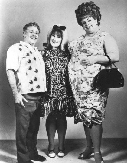 "The Tumbled family. (Wilbur (Jerry Stiller), Tracy (Ricki Lake) and Edna (Divine) in ""Hairspray."" (Handout photo)"