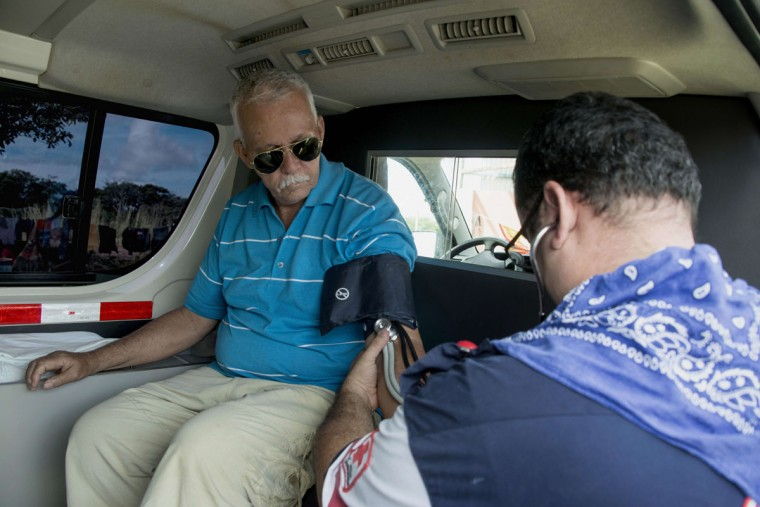 Cuban Julio Pedrero has his blood pressure tested in a shelter in the town of La Cruz, Guanacaste, Costa Rica, near the border with Nicaragua on November 17, 2015. A surge of some 2,000 Cuban migrants trying to cross Central America to reach the United States triggered a diplomatic spat between Costa Rica and Nicaragua Monday, plunging tense relations between the two countries to a new low. (AFP Photo/Ezequiel Becerra)