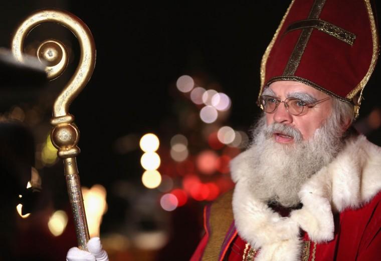 Volunteer Saint Nicolas, Henri Delamotte attends a gathering of volunteer student Santas and angels on November 28, 2015 in Berlin, Germany. (Photo by Adam Berry/Getty Images)