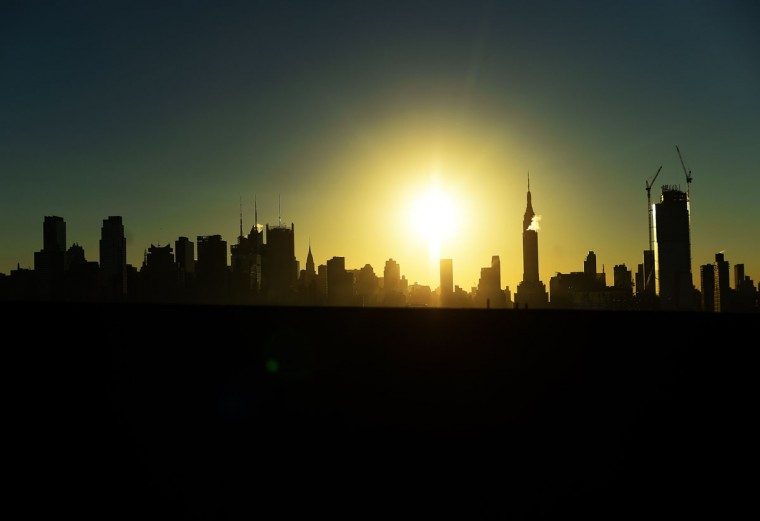 The sun rises over the Manhattan skyline in New York on November 3, 2015. (AFP Photo/Jewel Samad)
