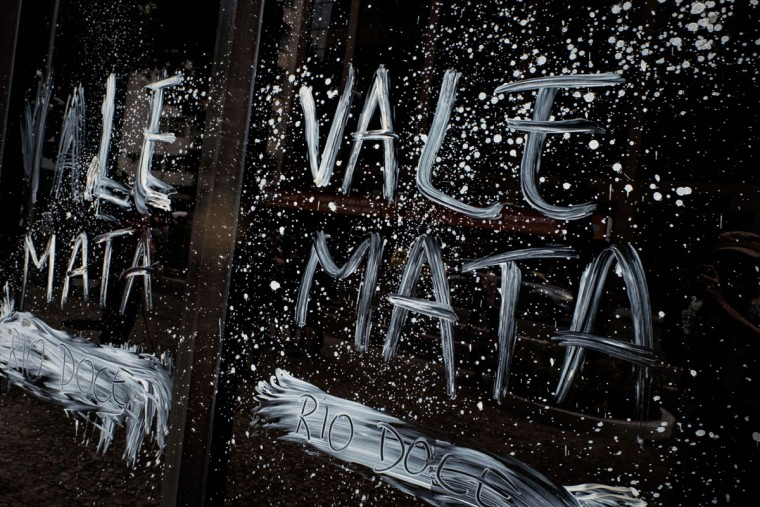 "View of the façade of Brazilian mining company Vale headquarters reading ""Vale kills"" after protesters threw muddy water on it in Rio de Janeiro, Brazil, on November 16, 2015. The bursting of two dams at a mine operated by Brazilian company Samarco - equally owned by Vale and Australian BHP Billiton- unleashed torrents of waste that flattened a village in Minas Gerais State on November 5 killing ten people. Brazilian mining firm Samarco promised Monday to pay at least $260 million for damage from the bursting, prosecutors said. (YASUYOSHI CHIBA/AFP/Getty Images)"