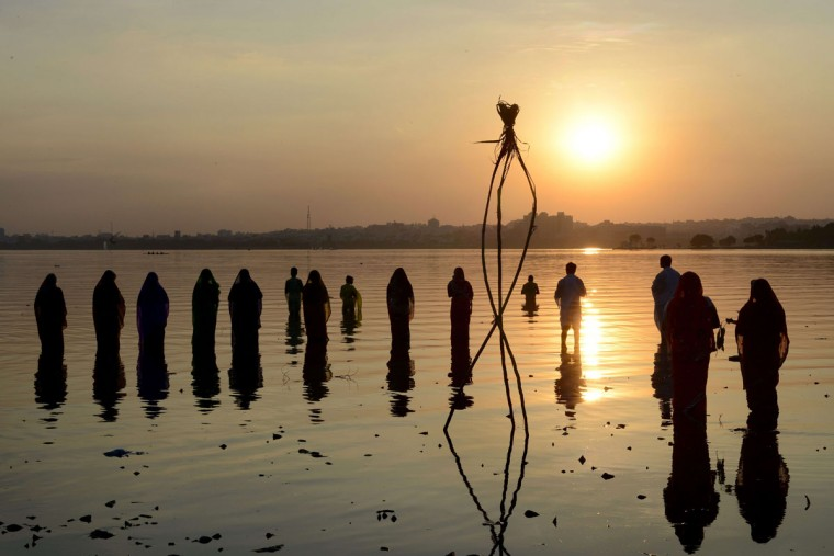 Indian Hindu devotees offer prayers to the sun during the Chhath festival on the banks of the Hussain Sagar Lake in Hyderabad on November 17, 2015. Hindu devotees pay obeisance to both the rising and the setting sun in the Chhath festival when people express their thanks and seek the blessings of the forces of nature, mainly the sun and river. (AFP Photo/Noah Seelam)