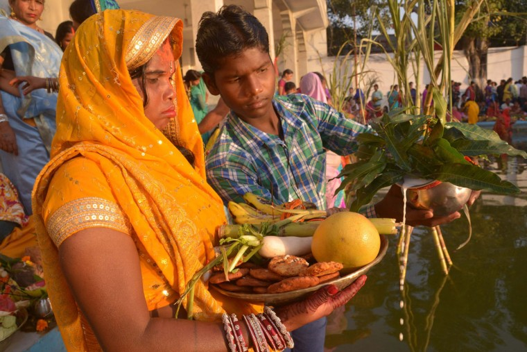 Indian Hindu devotees offer prayers during the 'Chhath Puja 'while standing in the sarover (water tank) of the Durgiana temple in Amritsar on November 17, 2015. Devotees pay obeisance to both the rising and the setting sun in the Chhath festival when people express their thanks and seek the blessings of the forces of nature, mainly the Sun and River. (AFP Photo/P )