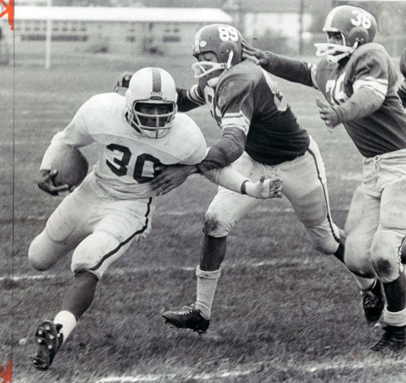 Edmondson High School gains 30 yards in the first quarter. (Baltimore Sun archives, 1965)