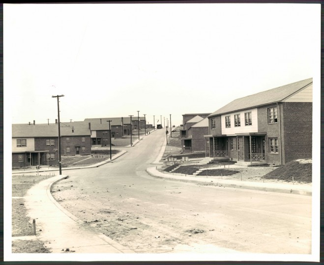 A view of housing projects in Cherry Hill. (Baltimore Sun photo by Ellis Malahshuk)