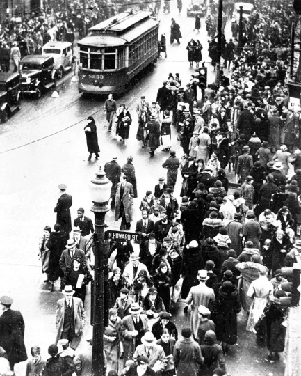December 13, 1933-Holiday Shoppers on Howard Street. (Baltimore Sun archives)