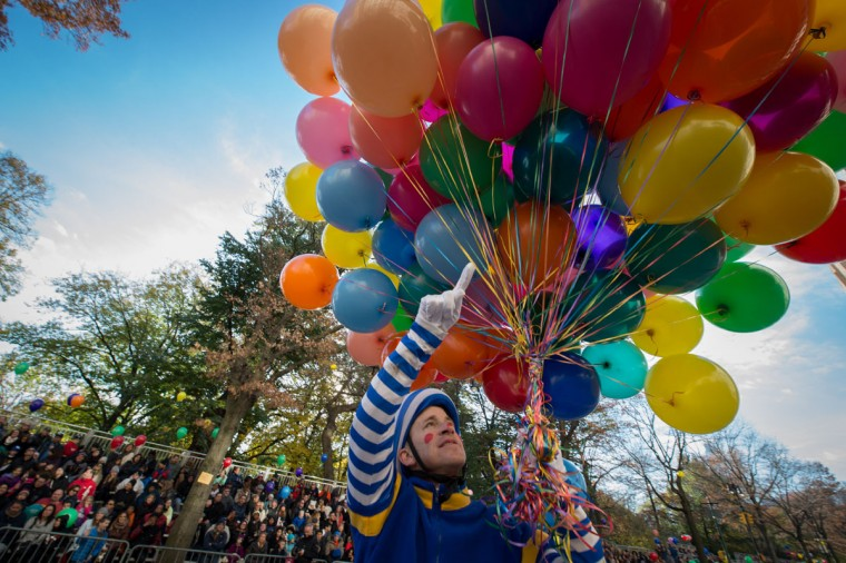 A clown livens up the crowd during the Macy's Thanksgiving Day Parade, Thursday, Nov. 26, 2015, in New York. (AP Photo/Bryan R. Smith)