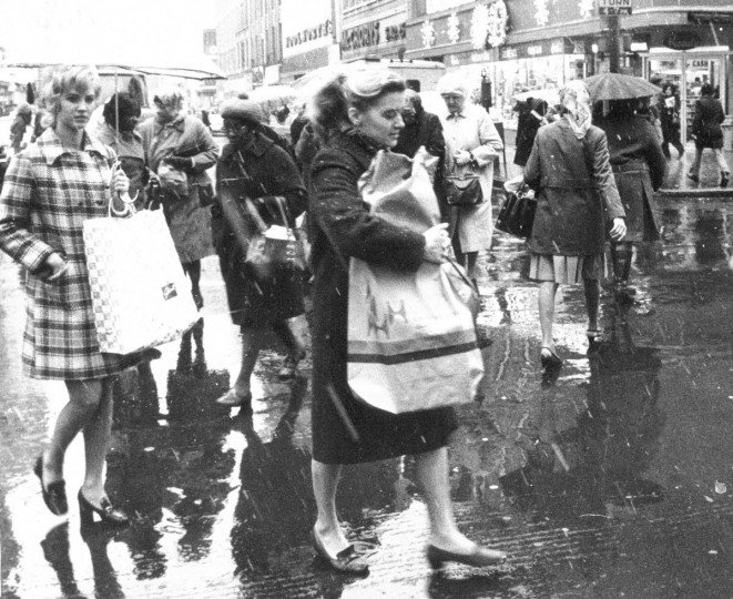 In November of 1971, undaunted by the weather, downtown holiday shoppers cross paths at Howard and Lexington streets. Photo by Walter M. McCardell/Baltimore Sun)