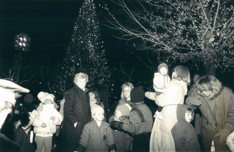 Holiday lights in Baltimore, 1988. (Baltimore Sun archives)