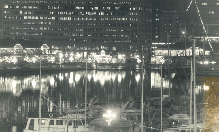 Christmas lights set Harbor ablaze as seen from Federal Hill. (Kim Hairston/Baltimore Sun, 1988)