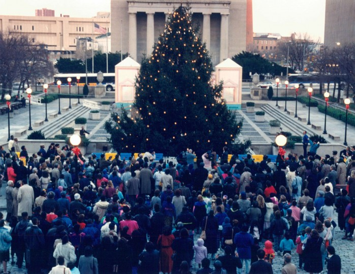Hundreds of parents and children gathered at the War Memorial Plaza near Baltimore City Hall to celebrate tree lighting ceremony. (Karl M. Ferron/Baltimore Sun, 1990)