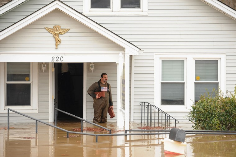 A man removes debris from a business on December 30, 2015 in Fenton, Missouri. The St. Louis area and surrounding region experiencing record flood crests of the Mississippi, Missouri and Meremac Rivers after days of record rainfall. (Photo by Michael B. Thomas/Getty Images)