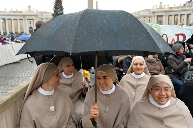 "Nuns wait at St Peter's square before the start of the Jubilee Year of Mercy, on December 8, 2015 in Vatican. Pope Francis marks the start of an extraordinary Jubilee year for the world's 1.2 billion Catholics by opening a ""Holy Door"" in the walls of St Peter's basilica. At 9.30 am (0830 GMT), the Argentinian pontiff will pronounce the words ""Aperite mihi Porta Iustitiae"" -- Latin for ""open to me the gates of justice"" -- and the door, which is normally bricked up, will be opened. (AFP Photo/Alberto Pizzoli)"