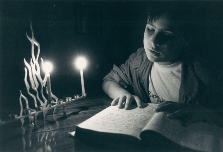 Les Raymond, 9, preps for Hanukkah ceremony. (Baltimore Sun, 1986)