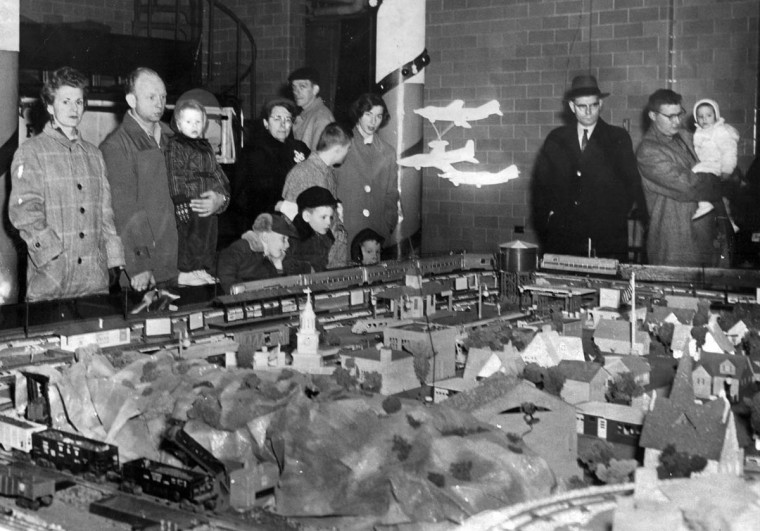 A crowd enjoys the Christmas train garden at the Glen Avenue Fire House at Cross Country boulevard and Glen avenue in 1957. (Albert D. Cochran/Baltimore Sun)