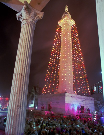 The Annual Washington Monument Holiday Lighting Ceremony, framed by the columns of the Walters Art Gallery. This was the first year bringing back colored lights. Kenneth K. Lam/Baltimore Sun, 1994)