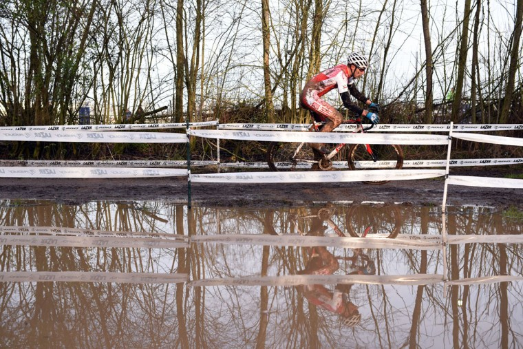 Riders compete in the Men's Under-23 race of the 2016 British Cycling National Cyclo-Cross Championships at Shrewsbury Sports Village on January 10, 2016 in Shrewsbury, Central England. (OLI SCARFF/AFP/Getty Images)