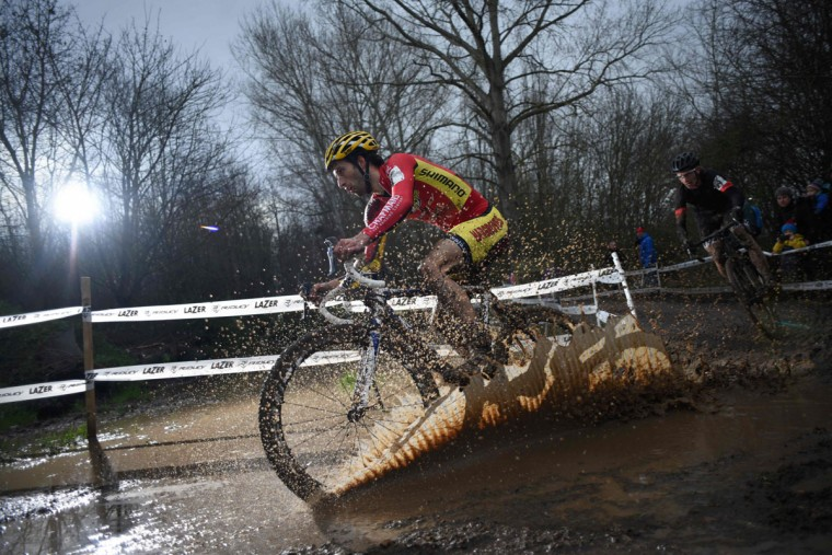 Ian Field leads the eventual winner Liam Killeen as they compete in the Elite Men's Championship of the 2016 British Cycling National Cyclo-Cross Championships at Shrewsbury Sports Village on January 10, 2016 in Shrewsbury, Central England. (OLI SCARFF/AFP/Getty Images)
