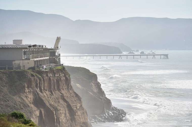 Apartments are seen at the edge of an eroding cliff as residents evacuate in Pacifica, California on January 26, 2016. Storms and powerful waves caused by El Nino have been intensifying erosion along nearby coastal bluffs and beaches in the area. (JOSH EDELSON/AFP/Getty Images)