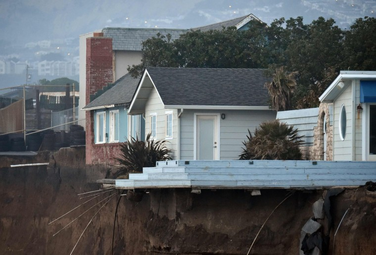 Houses hang over a cliff in Pacifica, California on January 26, 2016. Storms and powerful waves caused by El Nino have been intensifying erosion along nearby coastal bluffs and beaches in the area.(JOSH EDELSON/AFP/Getty Images)