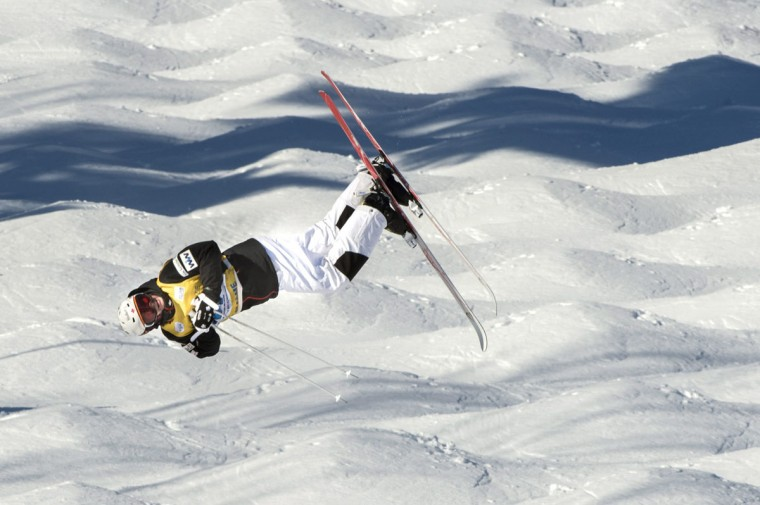 Moguls winner Mikael Kingsbury of Canada competes in the super final at the FIS Freestyle Ski World Cup on Saturday, Jan. 23, 2016, in Val Saint-Come, Canada. (Paul Chiasson/The Canadian Press via AP)