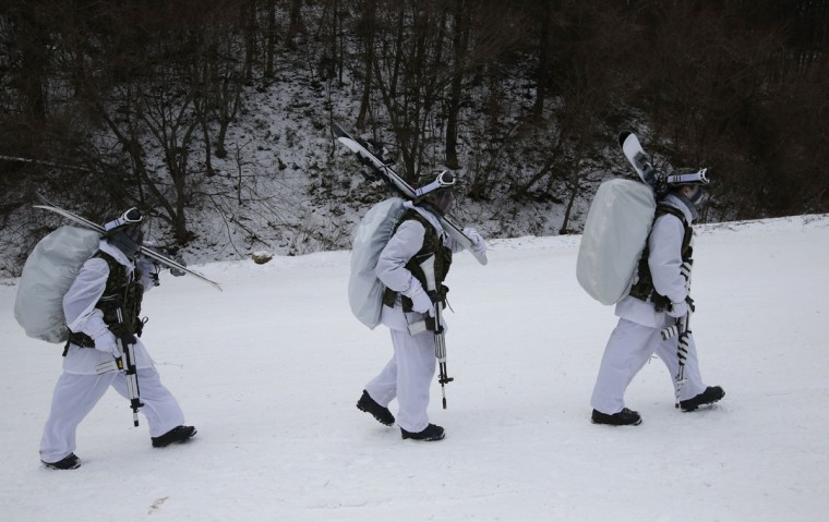 South Korean marines carry their guns and skies during a combined military winter exercise with U.S. Marines from 3rd Division Expeditionary Forces in Pyeongchang, South Korea, Thursday, Jan. 28, 2016. About 200 marines from the two countries participated the three-week winter combined exercise in South Korea. (AP Photo/Lee Jin-man)