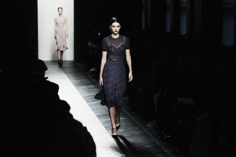 Kendall Jenner walks the runway at the Bottega Veneta show during Milan Fashion Week Fall/Winter 2016/17 on February 27, 2016 in Milan, Italy. (Photo by Vittorio Zunino Celotto/Getty Images)