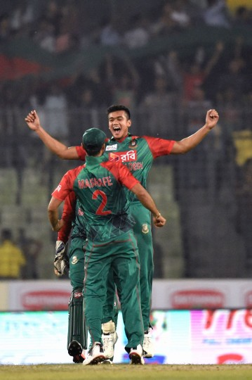 Bangladesh cricketer Taskin Ahmed celebrates with his teammates after the dismissal of the United Arab Emirates cricketer Muhammad Usman during the match between Bangladesh and United Arab Emirates at the Asia Cup T20 (Twenty20) cricket tournament at the Sher-e-Bangla National Cricket Stadium in Dhaka on February 26, 2016. United Arab Emirates cricketer Muhammad Usman (L) plays a shot as the Bangladesh wicketkeeper Nurul Hasan (R) looks on during the match between Bangladesh and United Arab Emirates at the Asia Cup T20 (Twenty20)cricket tournament at the Sher-e-Bangla National Cricket Stadium in Dhaka on February 26, 2016. (Munir uz Zaman/AFP/Getty Images)