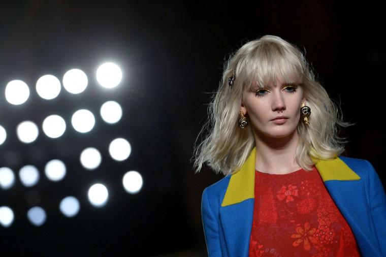 A model presents a creation for fashion house Leitmotiv as part of the Women Autumn / Winter 2016 Milan Fashion Week on February 27, 2016. (AFP Photo/Tiziana Fabi)