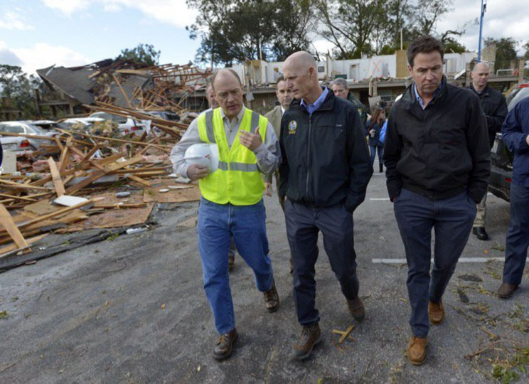 Florida Gov. Rick Scott, center, tours a destroyed apartment complex in Pensacola, Fla., Wednesday, Feb. 24, 2016, after a powerful storm affected the area. The National Weather Service is surveying the damage to determine if it was caused by a tornado. (Tony Giberson/Pensacola News Journal via AP)