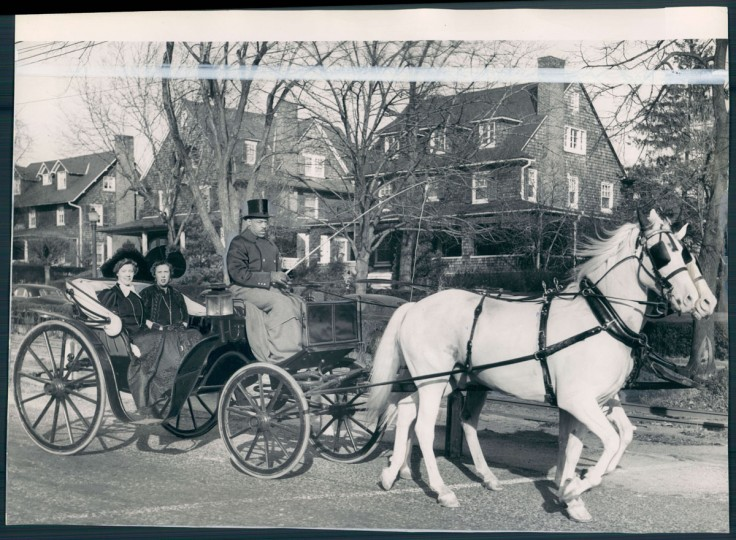 Members of the Womens Club of Roland Park ride through the neighborhood on Dec. 6, 1946. (Baltimore Sun photo)