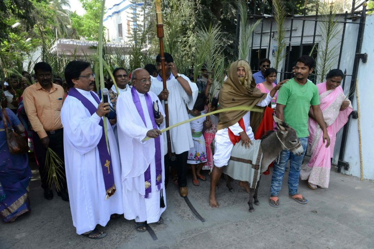 Indian Christian priests and devotees are joined by a man dressed as Jesus Christ as they participate in a Palm Sunday procession at Wesley Church in Secunderabad, the twin city of Hyderabad on March 20, 2016. Palm Sunday marks the sixth and last Sunday of the Christian Holy month of Lent and the beginning of Holy Week. (AFP PHOTO / NOAH SEELAM)