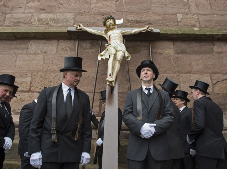 Believers prepare the scene 'Crucifixion' during the Palm Sunday Procession in the old town in Heiligenstadt, Germany, Sunday, March 20, 2016. Thousands of believers from the region and all over Germany attend the procession when participants carry life-size figures showing the Passion of Christ. (AP Photo/Jens Meyer)