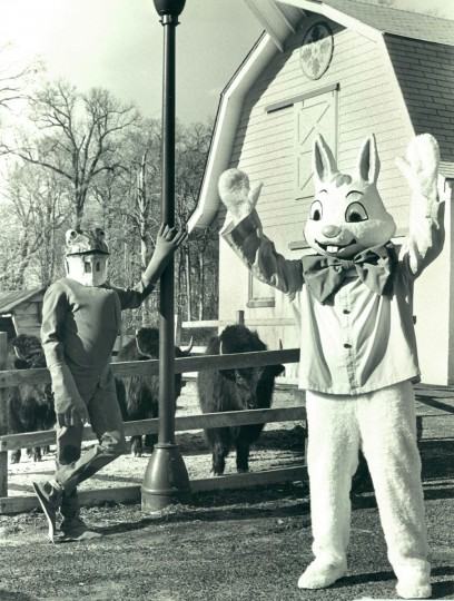 The Easter Bunny, with Kermit the Frog, greets guests to the children's area of the Baltimore Zoo. (Baltimore Sun archives, 1980)