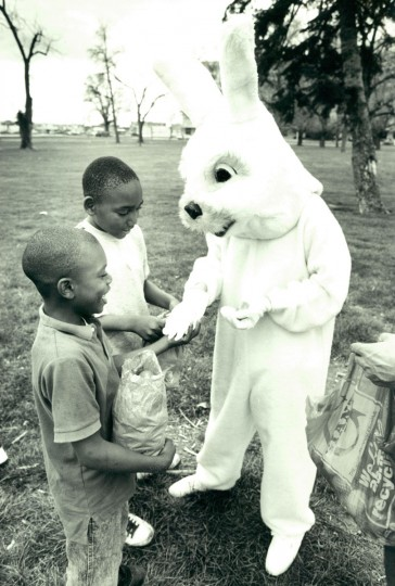 The Easter Bunny gives kids Easter eggs. (Baltimore Sun archives, 1992)