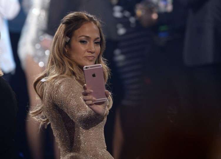 "Recording artist Jennifer Lopez poses for a selfie during FOX's ""American Idol"" Finale For The Farewell Season at Dolby Theatre on April 7, 2016 in Hollywood, California. (Photo by Kevork Djansezian/Getty Images)"