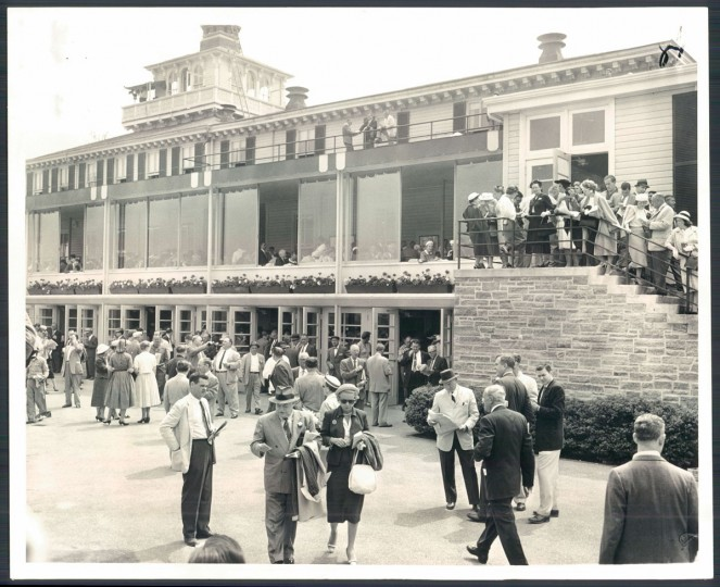 Even children were required to dress up at Pimlico, Kelly says. Women were seen in elegant hats and dresses, while men often wore English-tailored sport coats meant only for the races.