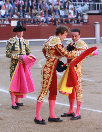 "Spanish matador Roman (C) confirms his ""alternativa"" next to Spanish matador Enrique Ponce during the San Isidro Feria at Las Ventas bullring in Madrid on May 19, 2016. The ""Alternative"" is a special fight where the ""novillero"" or junior bullfighter is presented to the crowd as a Matador for the first time.(Alberto Simon/AFP/Getty Images)"