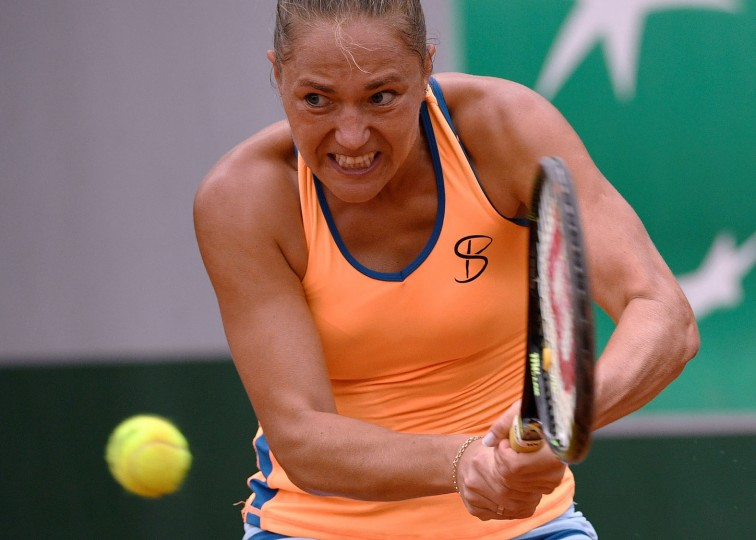 Ukraine's Kateryna Bondarenko returns the ball to Italy's Roberta Vinci during the women's first round match at the Roland Garros 2016 French Tennis Open in Paris on May 23, 2016. (Martin Bureau/AFP/Getty Images)