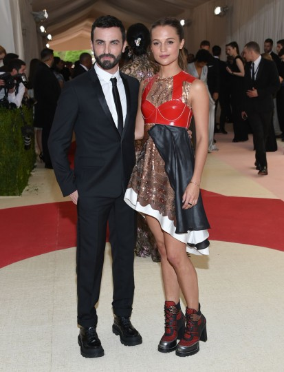 """Nicolas Ghesquiere, crestive director at Louis Vuitton, left, and actress Alicia Vikander arrive at The Metropolitan Museum of Art Costume Institute Benefit Gala, celebrating the opening of """"Manus x Machina: Fashion in an Age of Technology"""" on Monday, May 2, 2016, in New York. (Photo by Evan Agostini/Invision/AP)"""